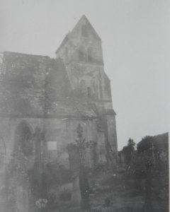 1941, l'église vue depuis le cimetière
